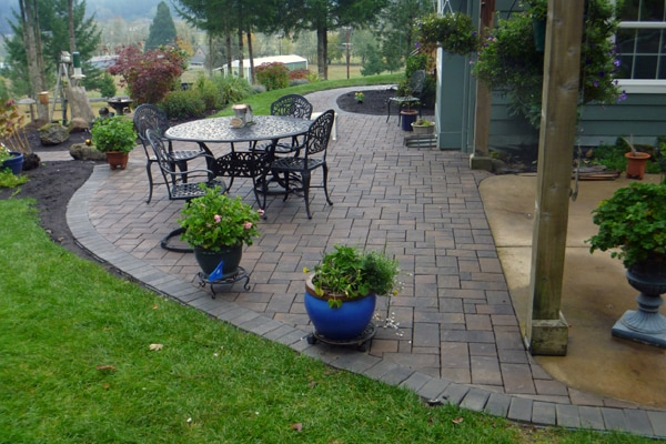 Graham Landscape Design In Eugene Oregon Designed And Installed This Interlocking Paver Patio Steps To Extend The Functional E Of